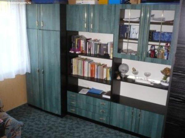Sürgősen eladó szekrénysor+ülőgarnitúra - Eladó Használt ...