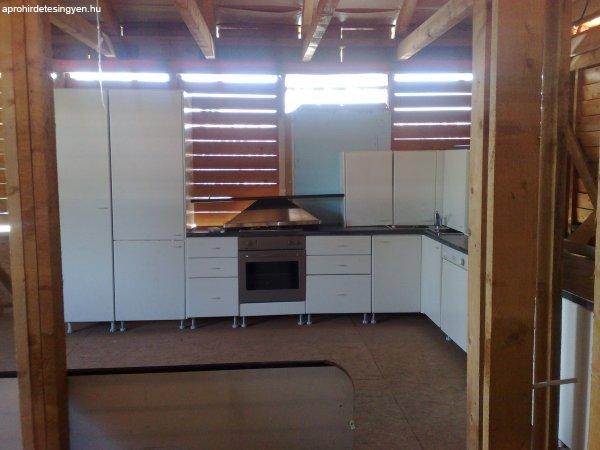 Újszerű konyhabútor beépített háztartási gépekkel - Eladó Használt ...