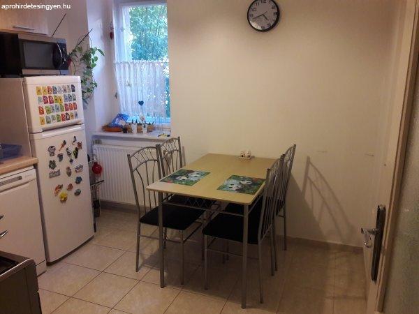 Étkező asztal 4 székkel - Eladó Használt - Győr - Apróhirdetés Ingyen
