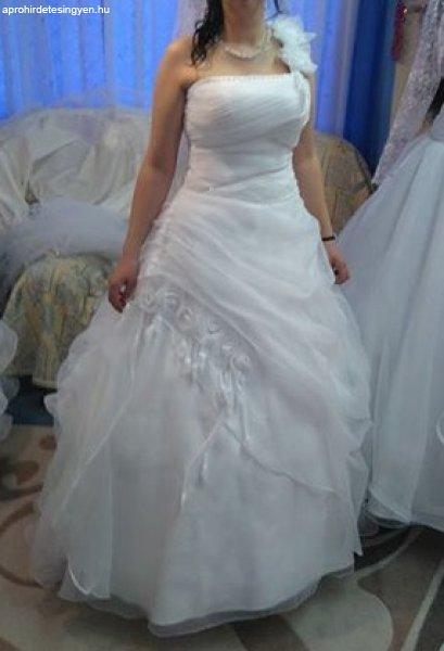 menyasszonyi+ruha
