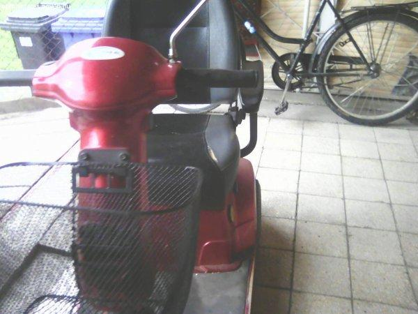 moped+elad%F3