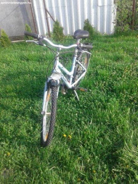 Alum%EDnium+v%E1zas+24%27+sv%E9d+bicikli