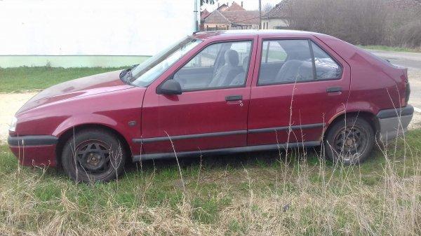 Elad%F3+Renault+19.