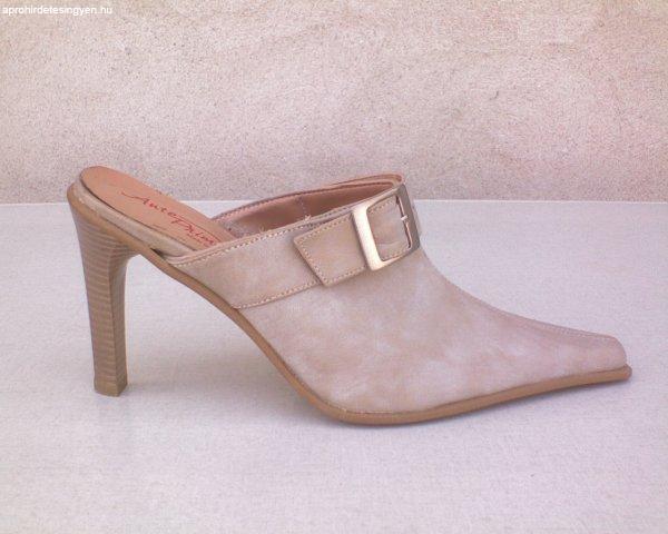 ANTE PRIMA Elől zárt csatos drapp bőr papucs 39-es