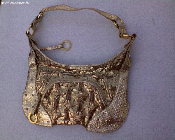 Arany kézi táska köves szegecses 2000 Forint 1729d1ebaa