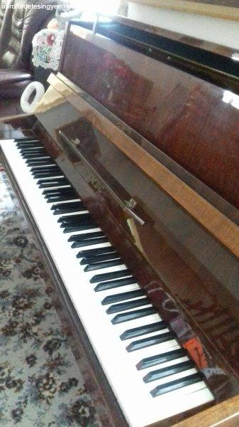 Etyde+pianino