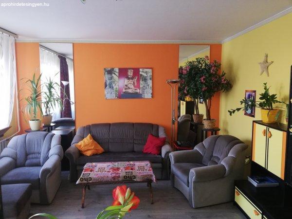 Káposztásmegyeri 76 m2.-es lakás 4 emeletesben tulajdonostól