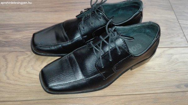 Fekete férfi cipő