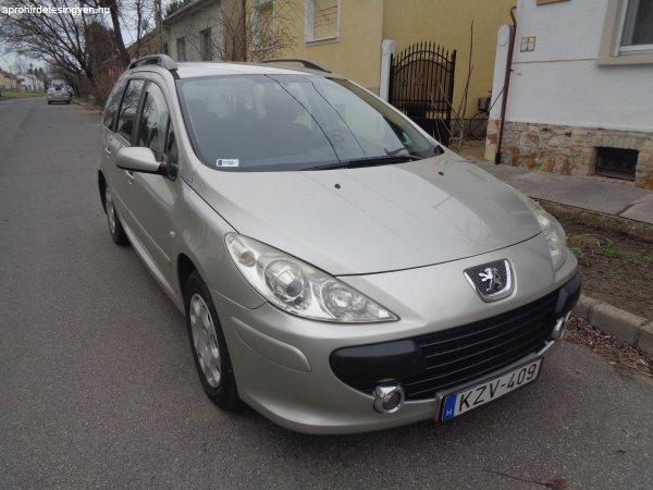 Kényelmes, jó fogyasztású Peugeot kocsimat kínálom megvételr