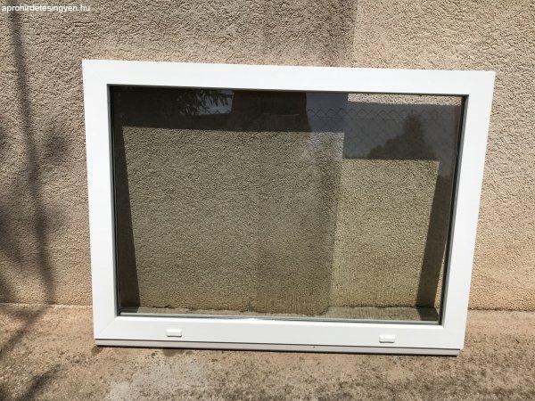 Eladó 4db műanyag ablak (fix nem nyitható).