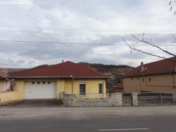 B-A-Z megye, Izsófalva családi ház