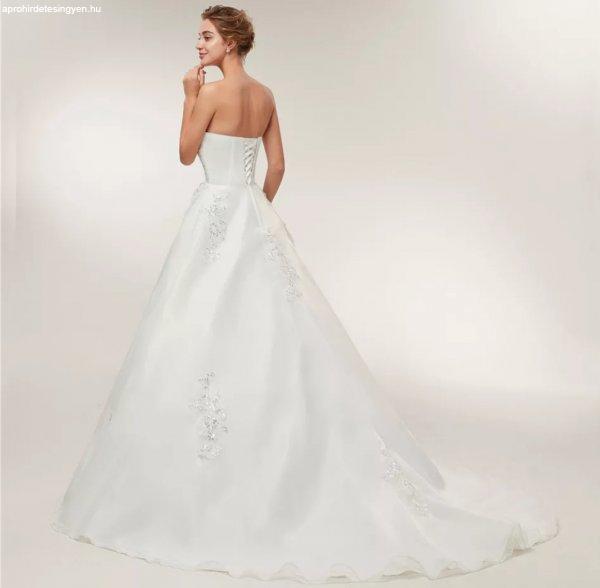 Új klasszikus menyasszonyi ruha