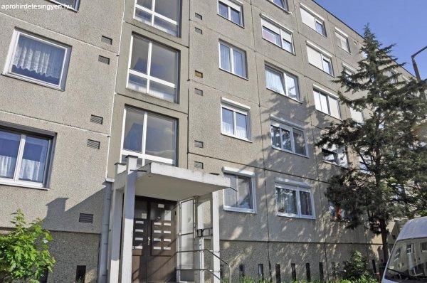 Tatabánya Dózsakertben lakás eladó