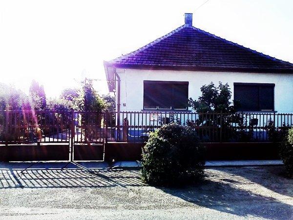 Eladó, Csengerben családi ház nagy telekkel!