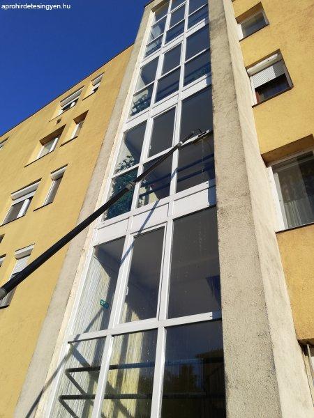 Társasházi ablakok tisztítása a 4.emeletig a talajról.