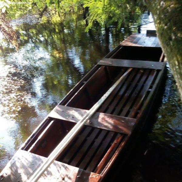 Horgásszon csónakból