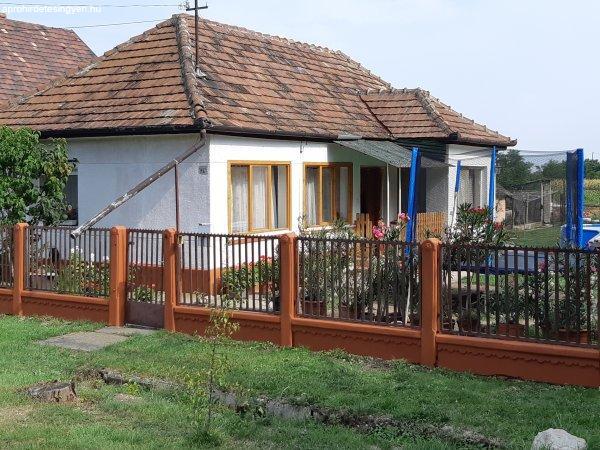 Eladó családi ház Polgárdi csendes utcájában