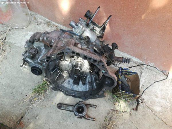 Avensis+v%E1lt%F3