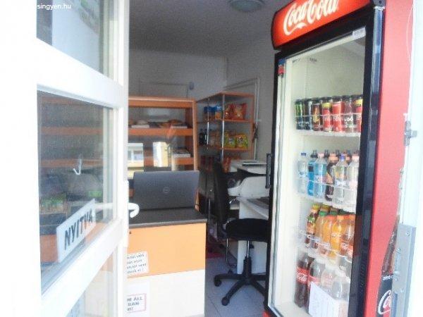 Győrben Pékárubolt berendezés eladó