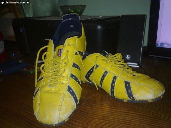 Levi s Futsal cipő - Eladó - Budapest III. kerület - Apróhirdetés Ingyen cb212e199c