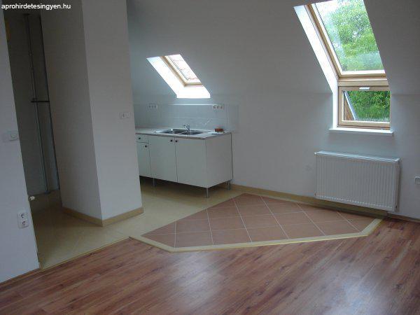 XV.ker. 51 nm -es 2 szobás erkélyes tetőtéri lakás eladó - Eladó ...