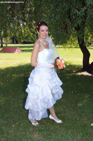 Dögös menyasszonyi ruha kiegészítőkkel eladó - Eladó Használt ... c806008a0a