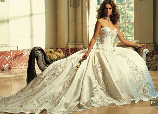 e34c4ed7f5 Designer Egyedi Menyasszonyi ruha saját elképzelés alapján - Eladó ...