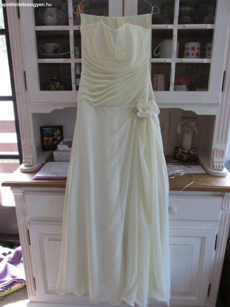 Eladó olcsó egyszerű menyasszonyi ruha Eladó olcsó egyszerű menyasszonyi  ruha ... 7caa21ca4a