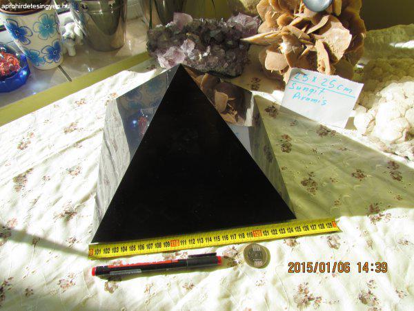 Sungit+piramis+25X25+cm+XL++v%E9delem%2CXL+gy%F3gy%EDt%E1s%2Cenergia.