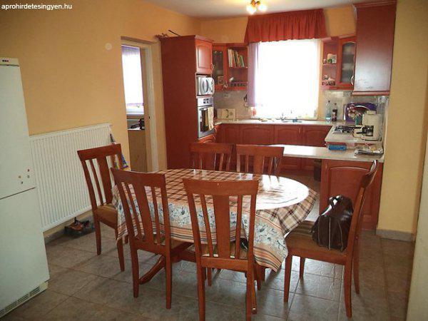 Családi ház amerikai konyha nappali étkező 3,5 szobával. - Eladó ...