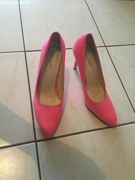 Eladó Sergio Tozzi rózsaszín színű csinos magassarkú cipő - Eladó Új ... ce1cbb5526