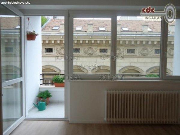 Elad%F3+102+nm-es+Fel%FAj%EDtott+T%E9glalak%E1s+Budapest+V.+ker%FClet+Be
