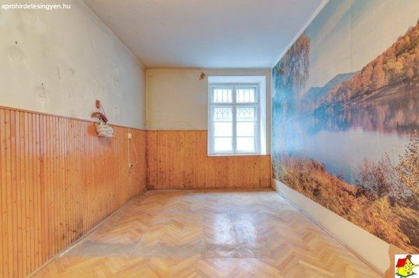 Budapest+V.%2C+54+m2%2C+45900000+HUF%2C+1+szoba%2C+1+f%E9lszoba+%5B4023_