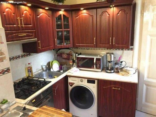 R423595 Baross utcai belső udvari nézetű emeleti lakás eladó
