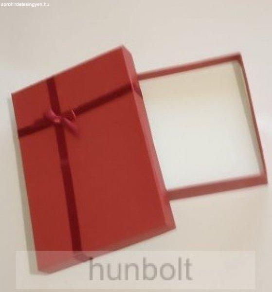 Díszdoboz piros színben 13x18x3 cm