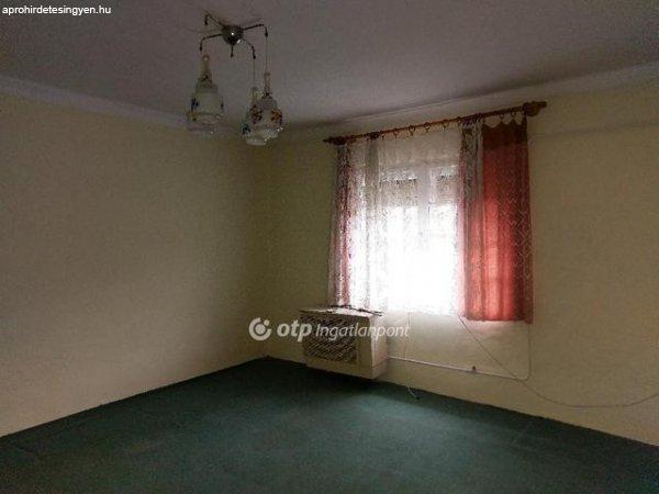 Petőfitelep kedvelt részén 2 szobás családi ház eladó! - Sze
